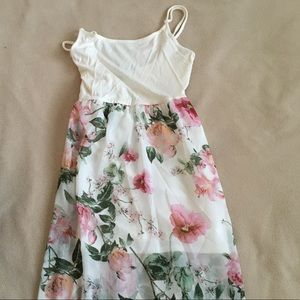 Dresses & Skirts - Flowy White Floral Dress